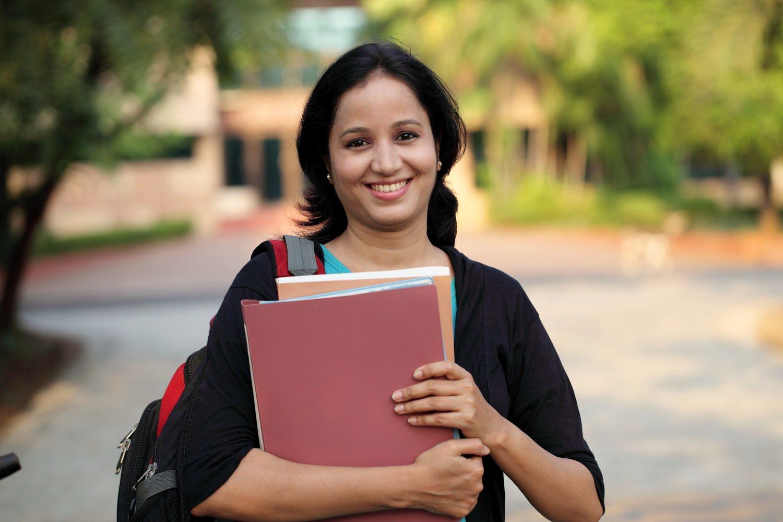 Bild zeigt: Portrait einer Studentin mit Migrationshintergrund