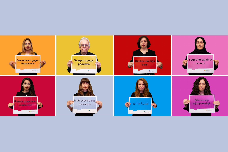 Bild zeigt: Portraits von 8 Personen mit Schild vor der Brust